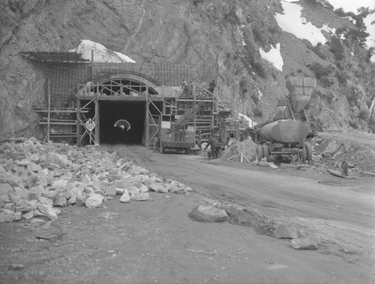 Construction of the Crest Tunnel